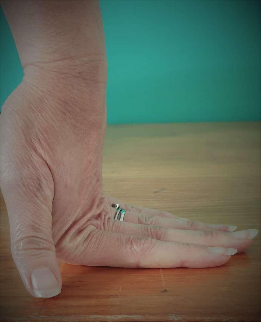 Flexible hand joints